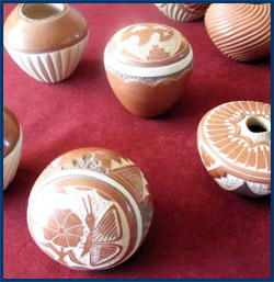 Pottery by Pueblo of Jemez people